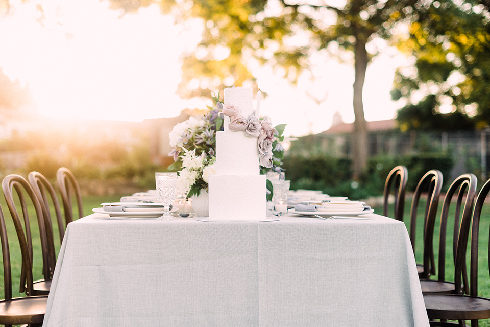 Inn-at-rancho-santa-fe-shoot-table-with-cake-white-table-linens-with-white-cake-and-gold-chairs