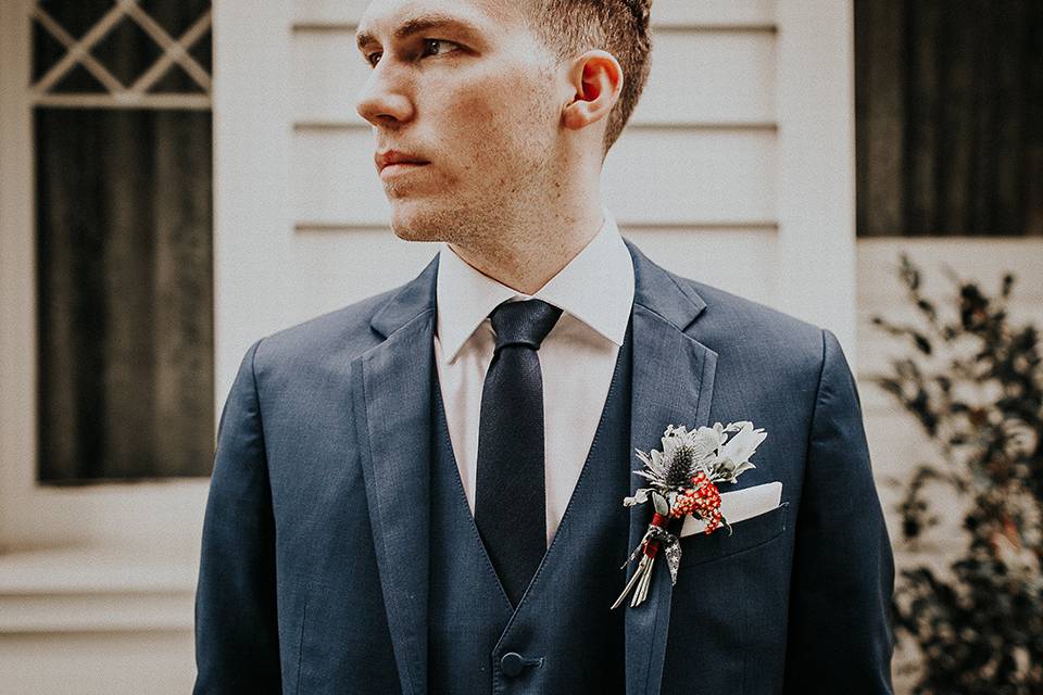 Orange-county-elegant-wedding-shoot-at-the-nixon-library-groom-close-up