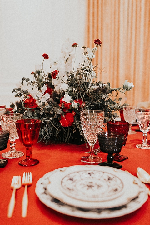 Orange-county-elegant-wedding-shoot-at-the-nixon-library-place-setting-with-flowers