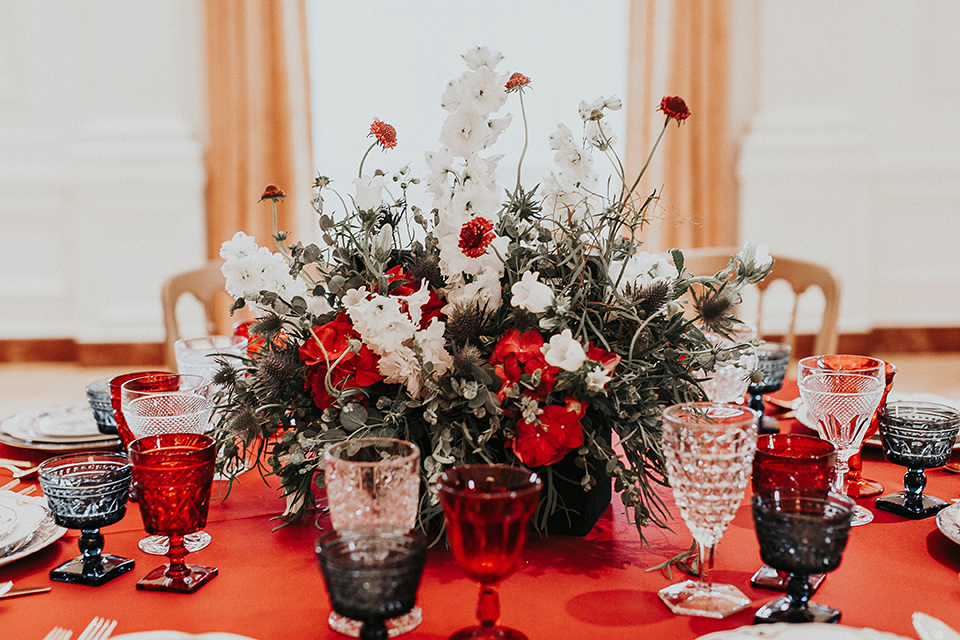 Orange-county-elegant-wedding-shoot-at-the-nixon-library-table-set-up-with-flowers