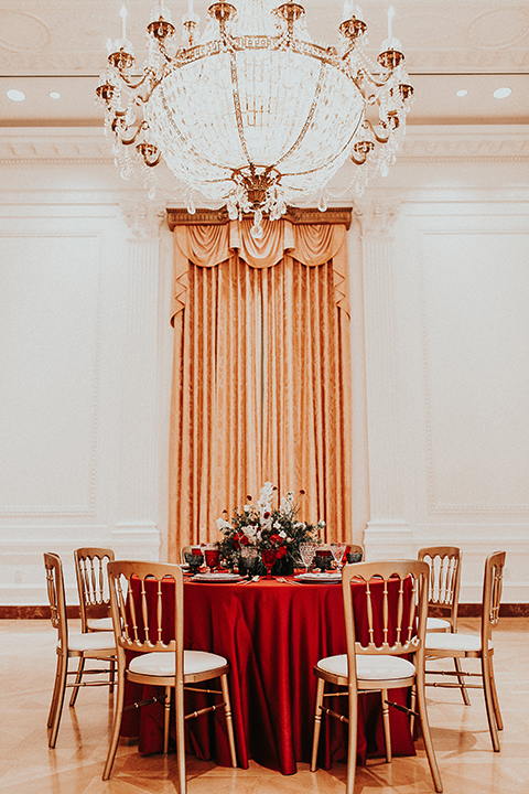 Orange-county-elegant-wedding-shoot-at-the-nixon-library-table-set-up-with-gold-chairs