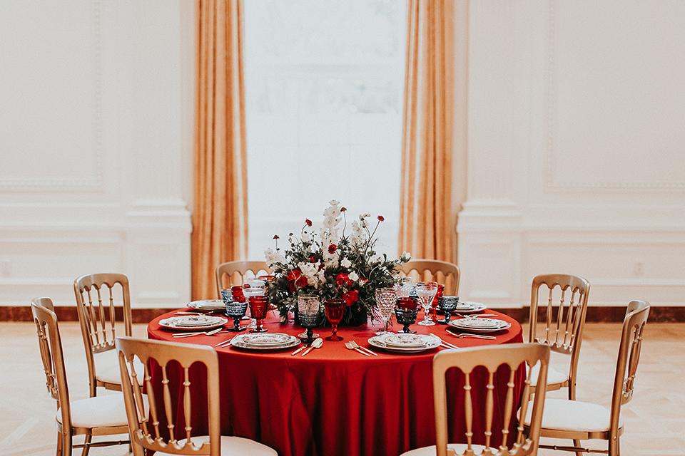 Orange-county-elegant-wedding-shoot-at-the-nixon-library-table-set-up
