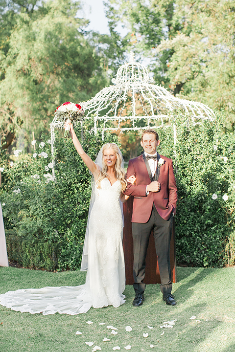 Autumn-inspired-wedding-at-coto-valley-country-club-ceremony-bride-and-groom-cheering