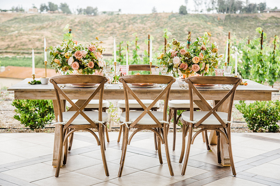 Temecula-outdoor-wedding-at-avensole-winery-table-set-up