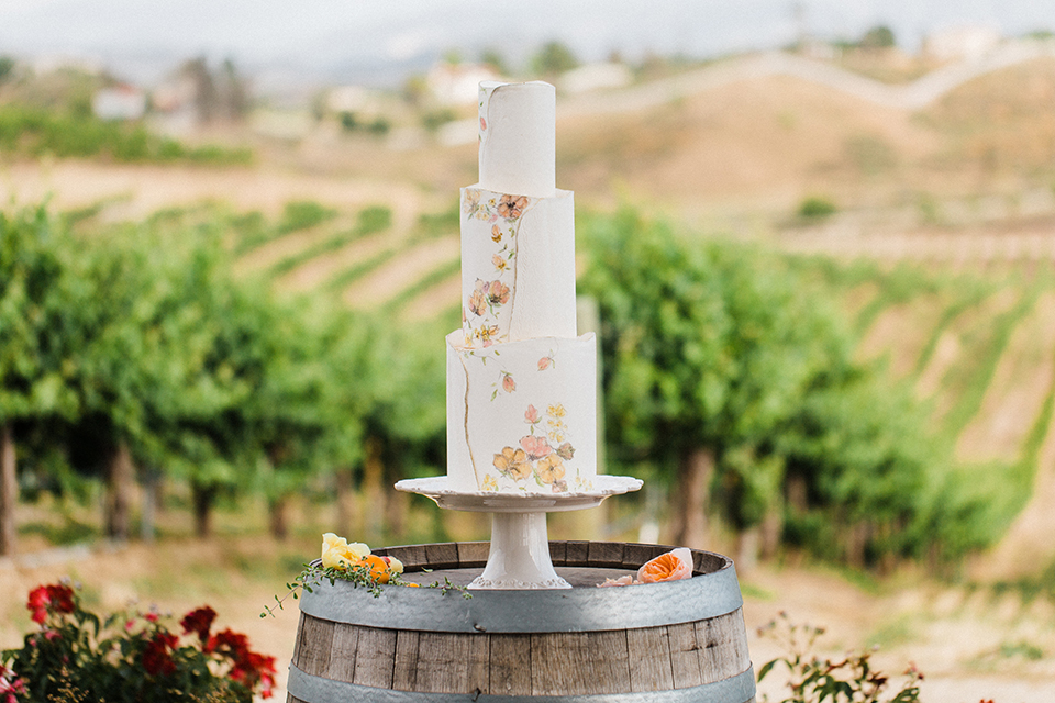 Temecula-outdoor-wedding-at-avensole-winery-wedding-cake