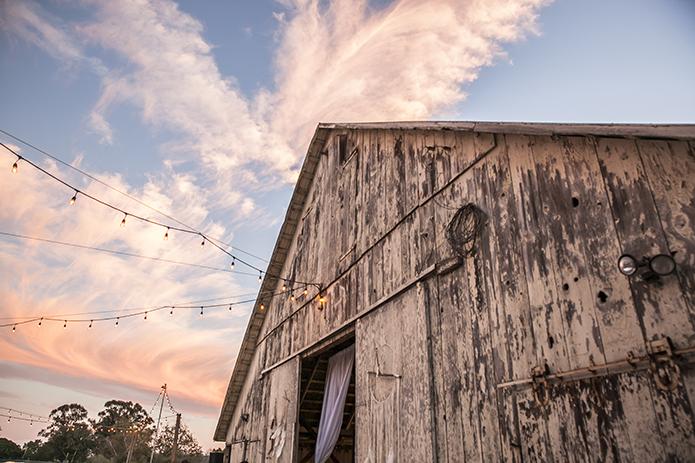 Rustic-barn-outdoor-wedding-barn-with-hanging-lights