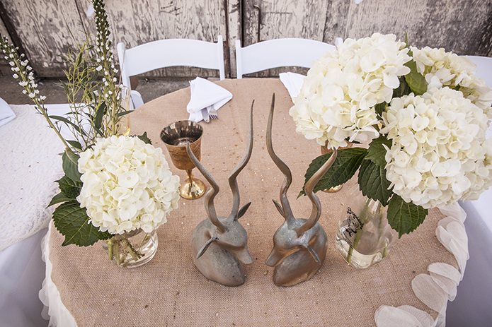 Rustic-barn-outdoor-wedding-burlap-tablecloth-sweetheart-table-with-white-chairs