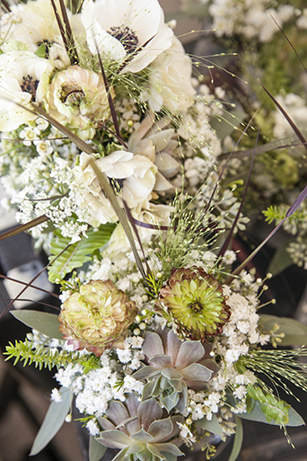 Rustic-barn-outdoor-wedding-green-and-white-flower-arrangement-decor