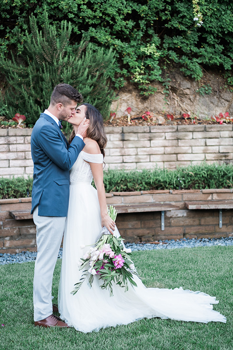 Los-angeles-wedding-shoot-bride-and-groom-kissing-edit