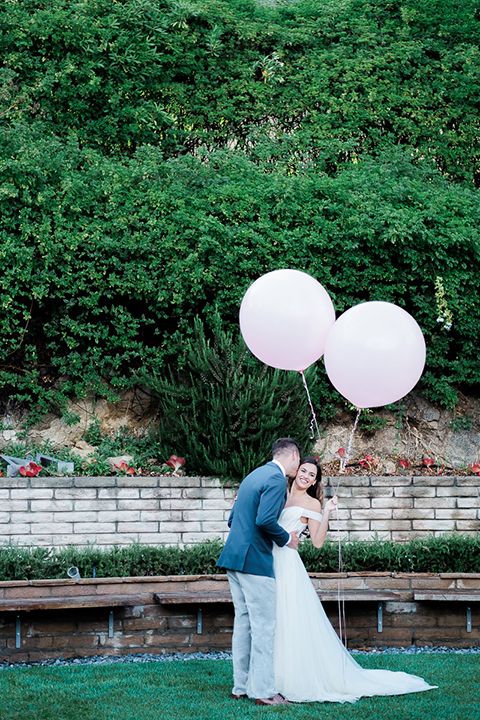 Los-angeles-wedding-shoot-bride-and-groom-with-balloons