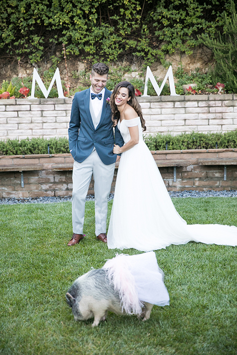 Los-angeles-wedding-shoot-bride-and-groom-with-pig