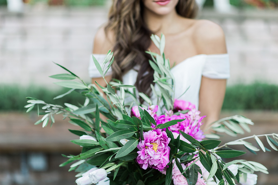Los-angeles-wedding-shoot-bride-holding-bouquet
