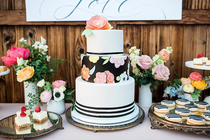Cielo-Farms-Wedding-Couple-Cake