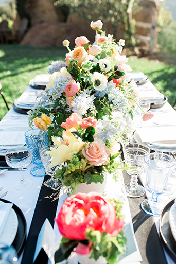 Cielo-Farms-Wedding-Table-Flowers-and-Glasses