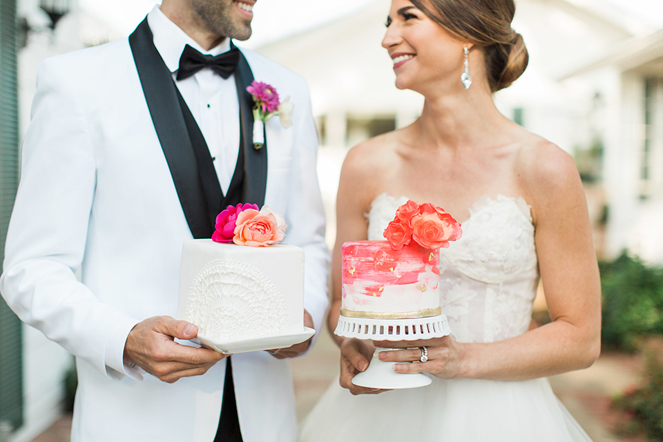 Santa-barbara-outdoor-wedding-bride-and-groom-holding-cake