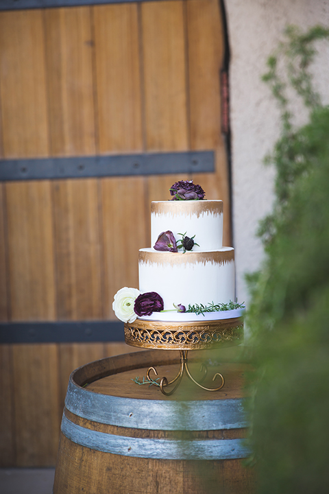 Santa-barbara-wedding-shoot-at-cottonwood-canyon-winery-wedding-cake
