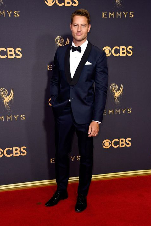 2017-emmys-blue-tuxedo-with-black-pants