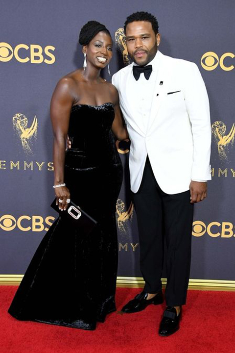 2017-emmys-white-dinner-jacket-with-big-black-bow-tie