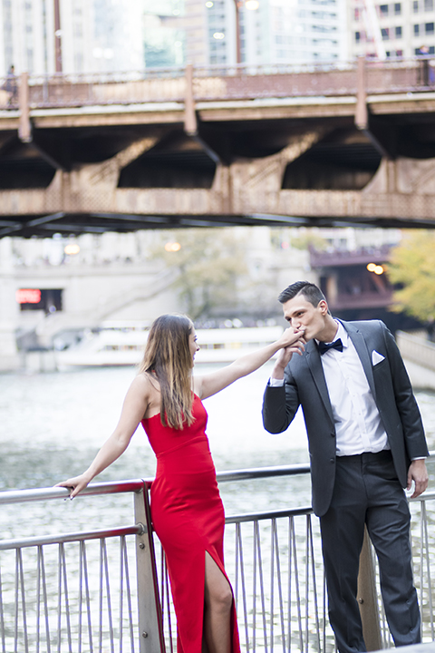 Chicago-outdoor-engagement-shoot-bride-and-groom-kissing-her-hand