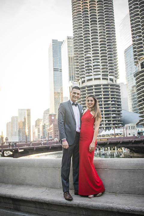 Chicago-outdoor-engagement-shoot-bride-and-groom-smiling