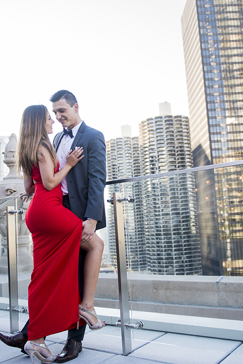 Chicago-outdoor-engagement-shoot-bride-and-groom-standing-on-balcony-hugging