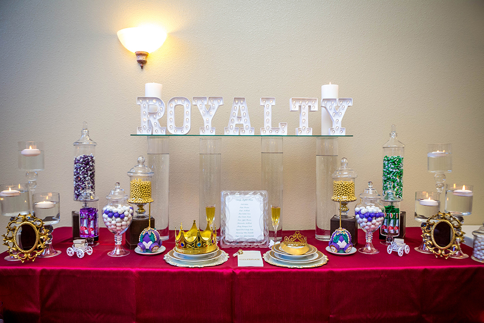 Fit-for-royalty-wedding-shoot-wedding-candy-buffet