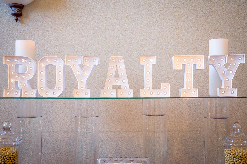 Fit-for-royalty-wedding-shoot-wedding-decor-royalty-sign