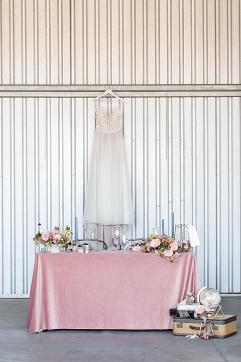 Orange-county-wedding-at-fullerton-hangers-table-set-up-sweetheart-table