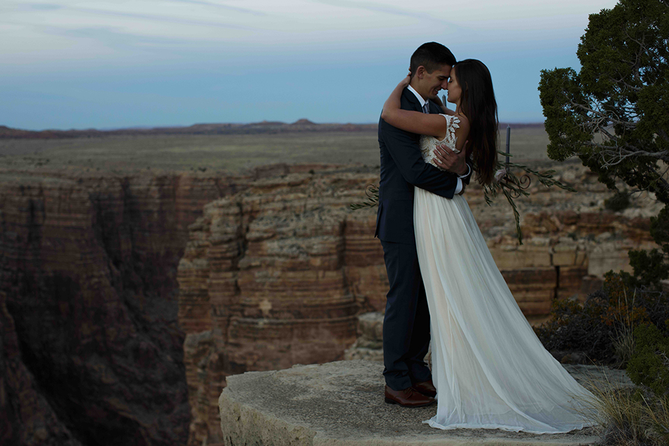 Grand-canyon-wedding-shoot-bride-and-groom-hugging