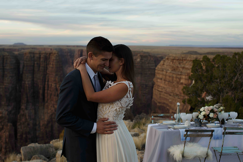 Grand-canyon-wedding-shoot-bride-and-groom-next-to-table