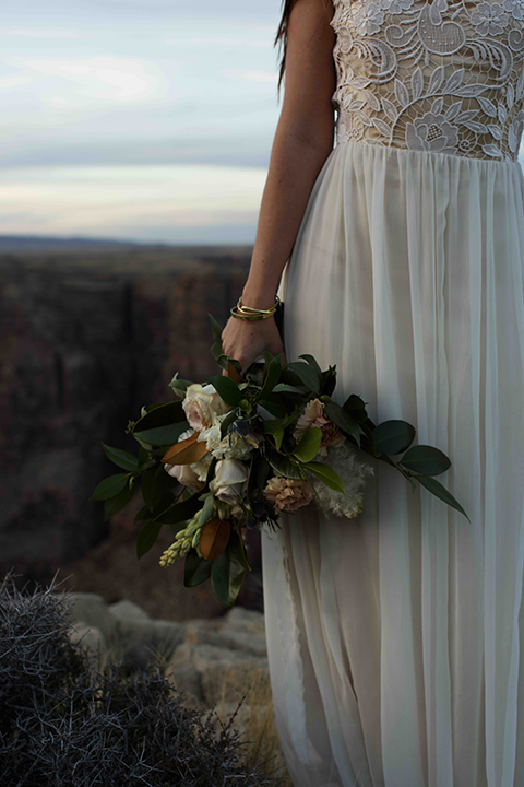 Grand-canyon-wedding-shoot-bride-holding-bouquet
