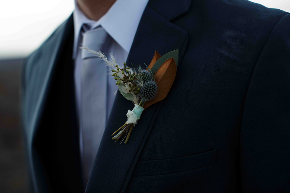 Grand-canyon-wedding-shoot-groom-boutonniere