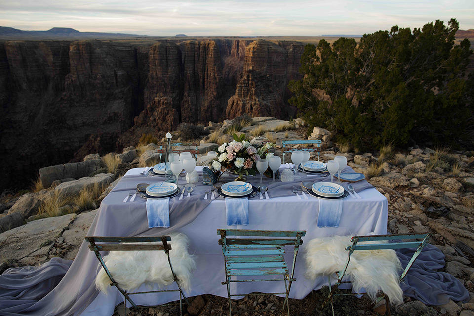 Grand-canyon-wedding-shoot-table-set-up