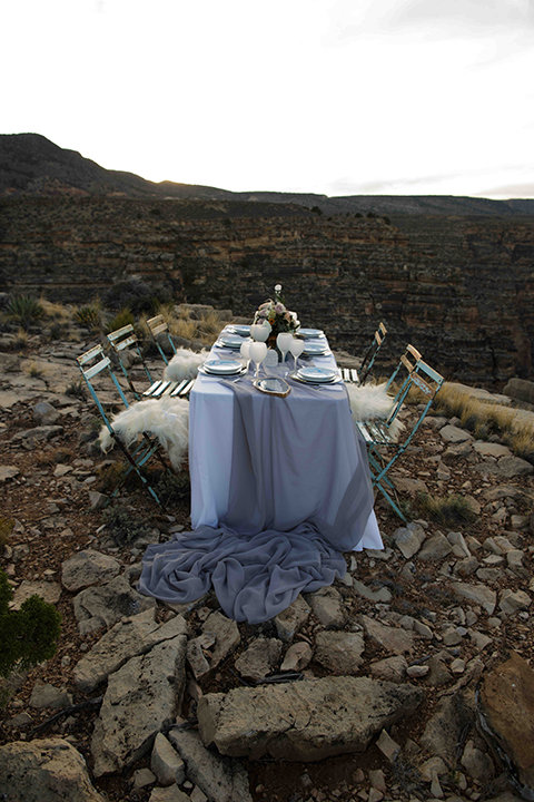Grand-canyon-wedding-shoot-table-with-chairs