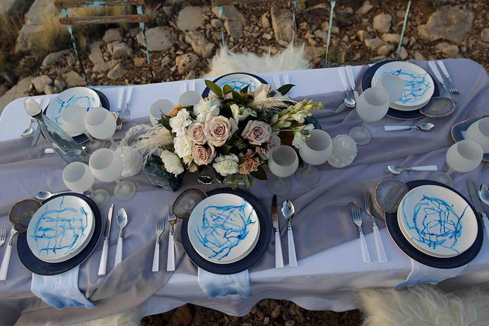 Grand-canyon-wedding-shoot-table-with-place-settings