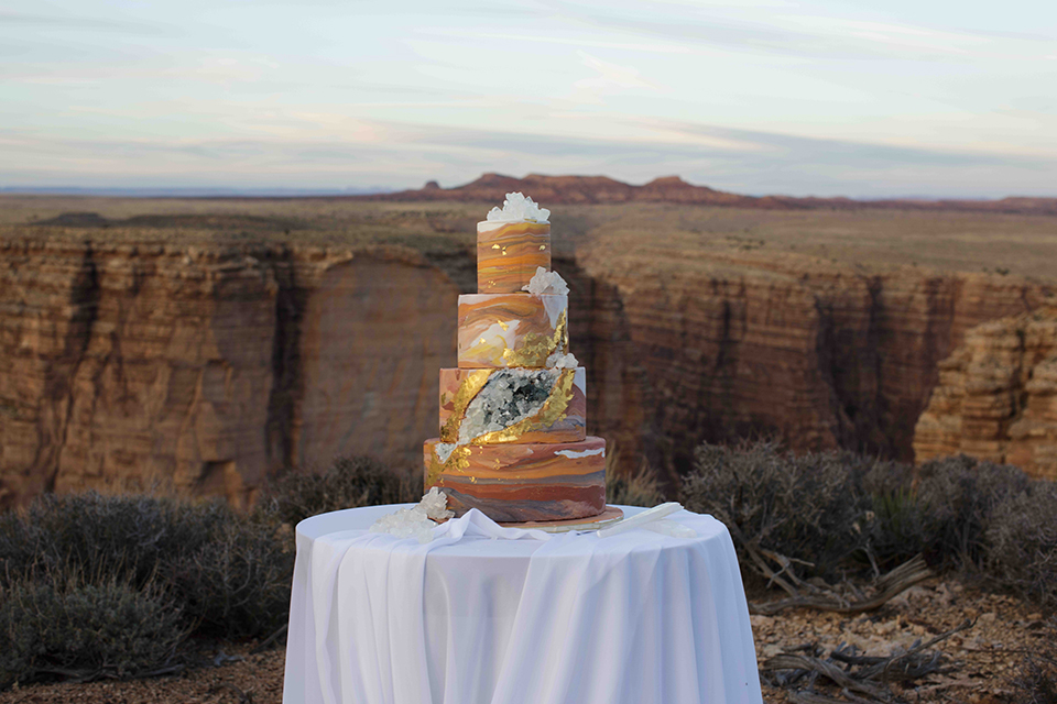 Grand-canyon-wedding-shoot-wedding-cake