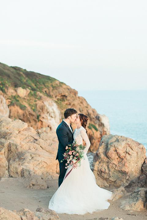 San-diego-outdoor-wedding-shoot-hawaiian-inspiration-bride-and-groom-kissing