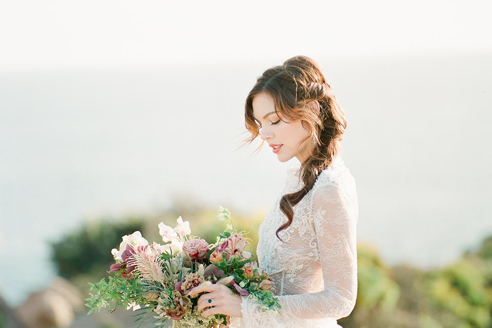 San-diego-outdoor-wedding-shoot-hawaiian-inspiration-bride-holding-bouquet-close-up