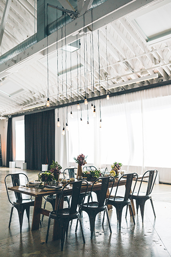 rustic-theme-wedding-reception-dining-table