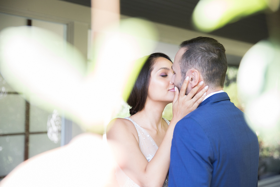 Los-angeles-wedding-shoot-bride-and-groom-kissing-close-up