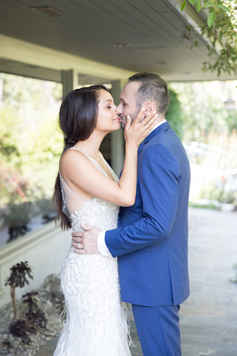 Los-angeles-wedding-shoot-bride-and-groom-kissing