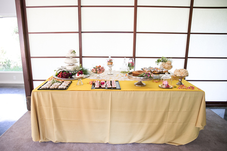 Los-angeles-wedding-shoot-table-set-up-with-desserts