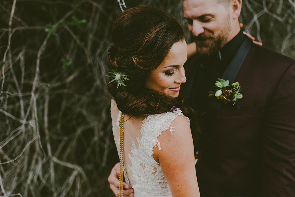 San-diego-outdoor-wedding-shoot-at-viejas-casino-and-resort-bride-and-groom-hugging-close-up