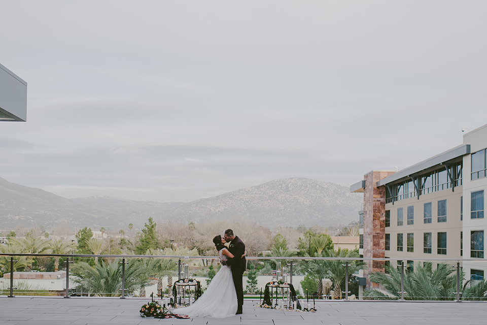 San-diego-outdoor-wedding-shoot-at-viejas-casino-and-resort-ceremony-bride-and-groom-kissing