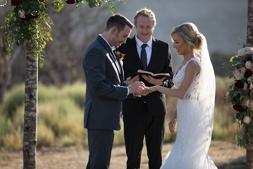 Orange-county-wedding-at-the-hamilton-oaks-winery-ceremony-bride-and-groom-exchanging-rings