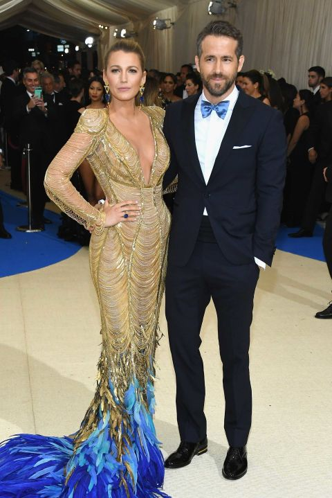 2017 met gala ryan reynolds blue suit with light blue bow tie