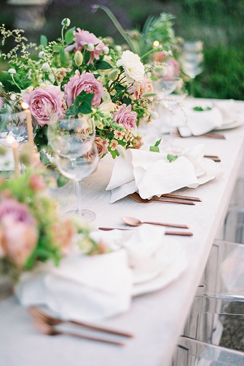 French-inspired-vineyard-wedding-table-set-up-with-flowers