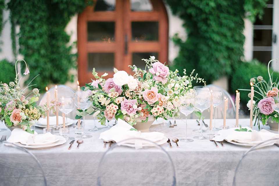 French-inspired-vineyard-wedding-table-set-up