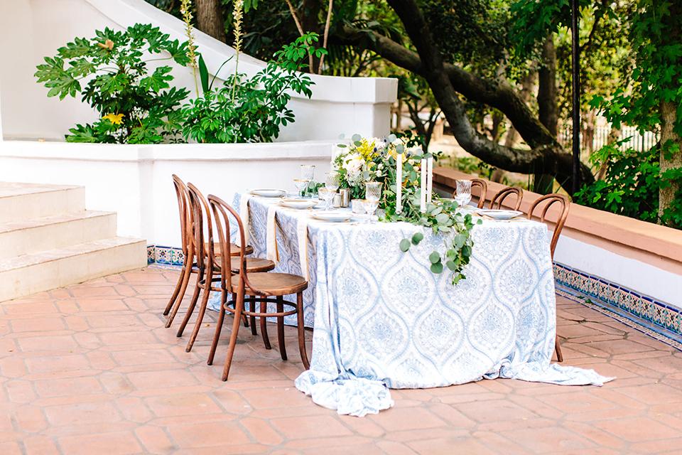 Rancho-las-lomas-outdoor-wedding-table-set-up