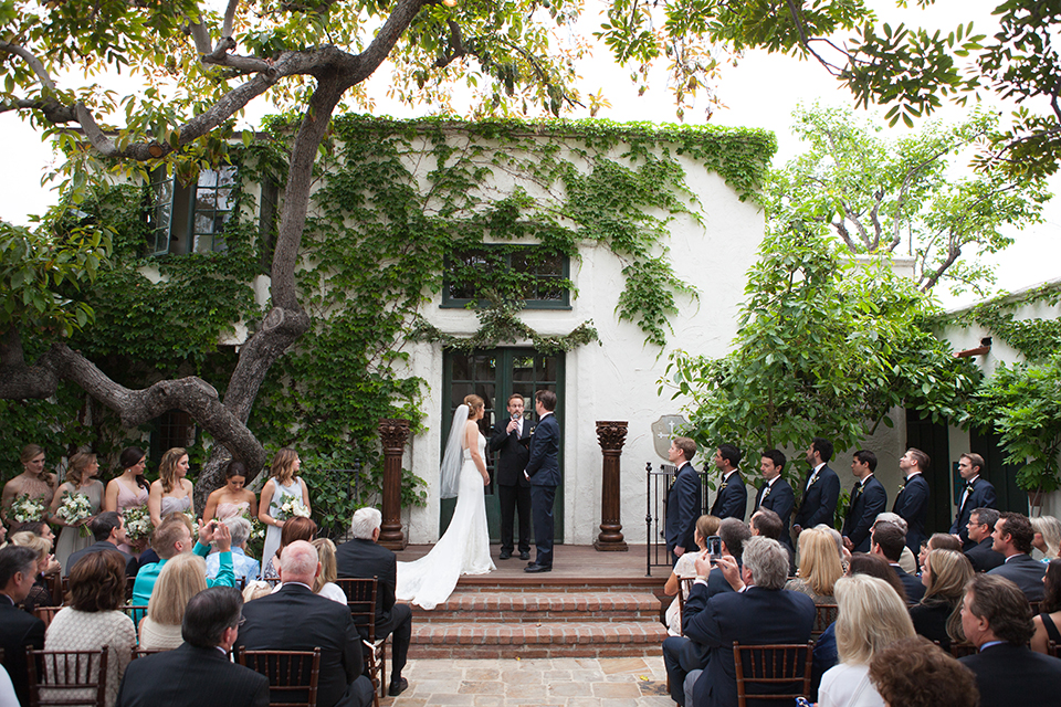 Rustic-wedding-at-the-villa-san-juan-capistrano-bride-and-groom-ceremony